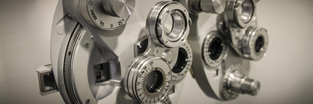 Das Refraktion ist das zentrale Instrument für einen Sehtest bei Optik Eckert.
